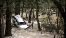 penyiar-tak-tahu-korban-banjir-diwawancara-di-atas-pohon