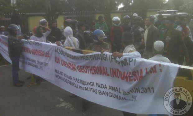 Tak Berkontribusi untuk Masyarakat, Belasan Mobil Angkut Karyawan PT Chevron Dihadang Warga