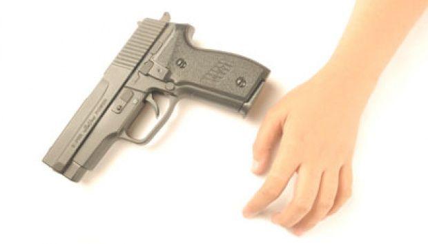 Astaga! Tinggalkan Cucu Usia 5 Tahun Sendirian di Gurun, Kakek Ini Beri Pistol dan Instruksikan Tembak Setiap Orang Jahat