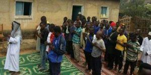 Subhanallah, Pemuka Agama Masuk Islam bersama 480 Jemaatnya