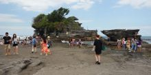 januariagustus-2-juta-wisatawan-kunjungi-tanah-lot