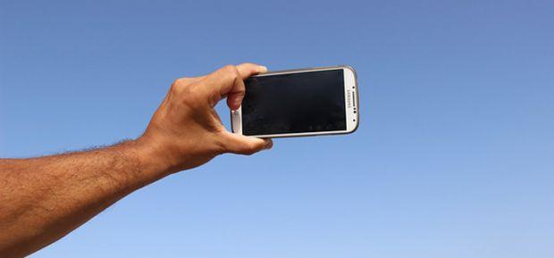 Selfie... Bagaimana Hukumnya Menurut Islam?