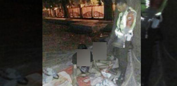 Kurang Ajar... Pria Ini Kepergok Berbuat Mesum di Bawah Pohon di Halaman Mesjid Raya
