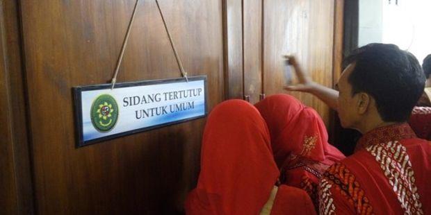 Sidang Perdana, Terdakwa Pembunuh Eno Parinah Dicaci Maki dan Sempat Dipukuli Warga