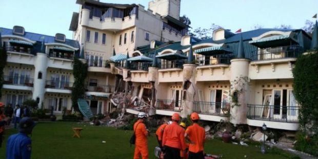 Longsor Terjang Hotel di Cipanas pada Tengah Malam, Satu Keluarga Tertimbun