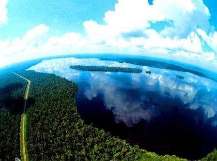 Danau Zamrud, Si Hijau dari Riau