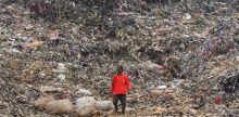 meski-gaji-hanya-rp35-ribu-sebulan-tukang-sampah-ini-akhirnya-berangkat-naik-haji