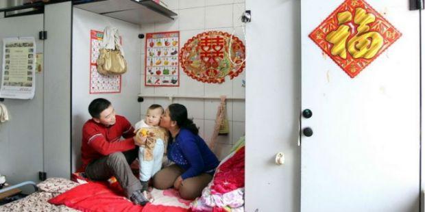 Kisah Miris Keluarga yang Tinggal di Toilet Bertahun-tahun