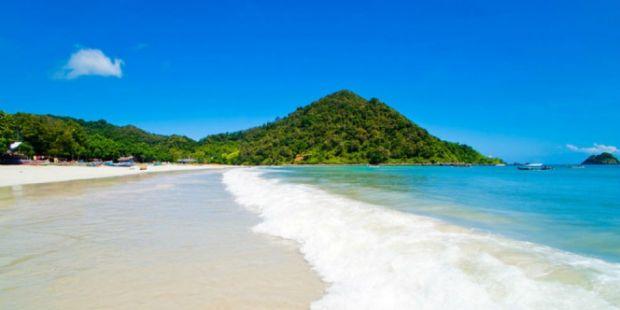 Jadi Destinasi Syariah, Lombok Larang Turis Asing Berbikini dan Minum Alkohol?