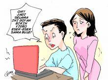 lagi-pindahkan-data-dari-hp-ke-laptop-upss-ternyata-ada-video-mesum-istri-dengan-bule-akhirnya