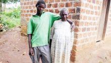 kesal-dengan-mantan-istri-pemuda-ini-nikahi-nenek-70-tahun