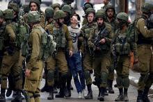 viral-beredar-foto-remaja-palestina-dengan-mata-ditutup-diseret-20-tentara-israel-bersenjata