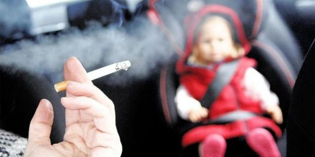 Sayangi Anak Anda, Jika Belum Bisa Berhenti Janganlah Merokok Dekat Si Kecil