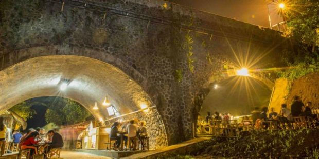 Promo dari Mulut ke Mulut, Kafe Kolong Ini Jadi Top Markotop