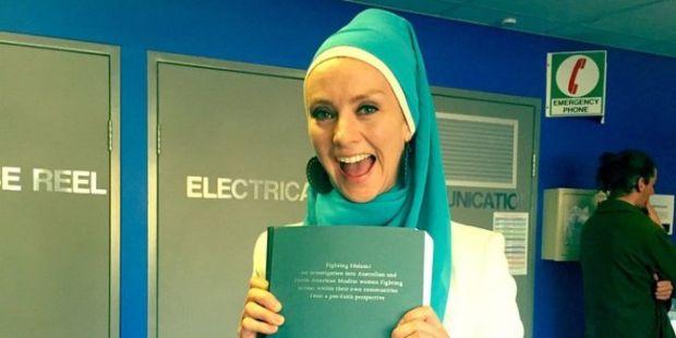 Didamprat karena Masuk Islam, Wanita Ini Sumbang 1 Dolar AS untuk Tiap Cacian di Sosmed