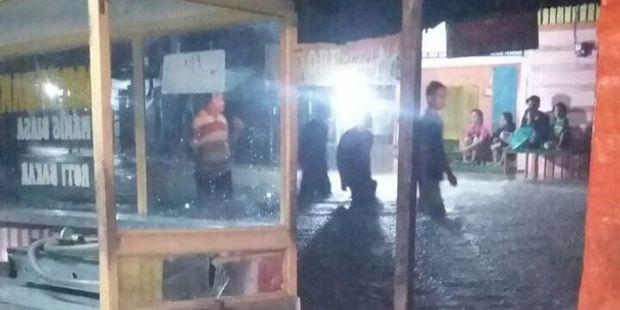 Ribuan Rumah Terendam Banjir di Padang, 1 Orang Tewas