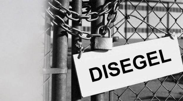 Marah karena Para Pegawai Malas Kerja, Wakil Bupati Gembok Dua Kantor Camat