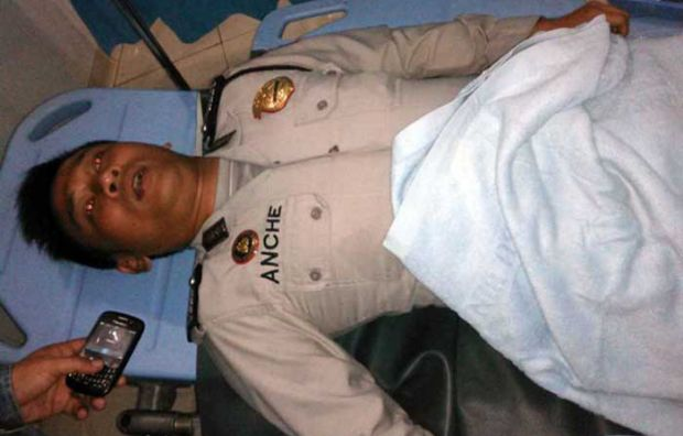 Telat Apel karena Bantu Pengendara yang Kecelakaan, Anggota Polisi Ini Ditampar Kapolsek Hingga Pingsan