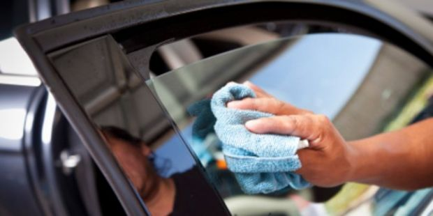 Cara Ajaib Hilangkan Baret di Kaca Mobil Pakai Pasta Gigi!