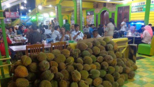 """Kisah Sukses """"Ucok Durian"""" yang Melegenda di Medan hingga Berburu Durian Berkualitas Nomor Satu sampai ke Riau"""