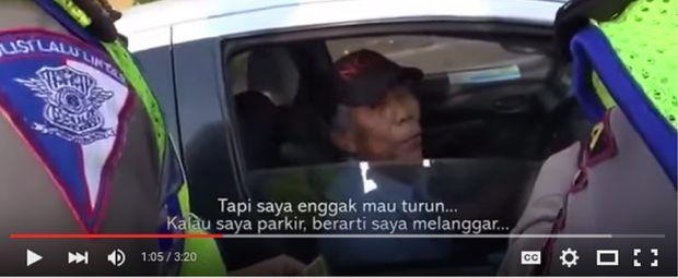 Menjadi Pembicaraan Hangat di Facebook: Saat Ditilang Polisi Pengemudi Taksi Bilang, Dia Tidak Parkir tapi Berhenti