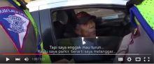 menjadi-pembicaraan-hangat-di-facebook-saat-ditilang-polisi-pengemudi-taksi-bilang-dia-tidak-parkir