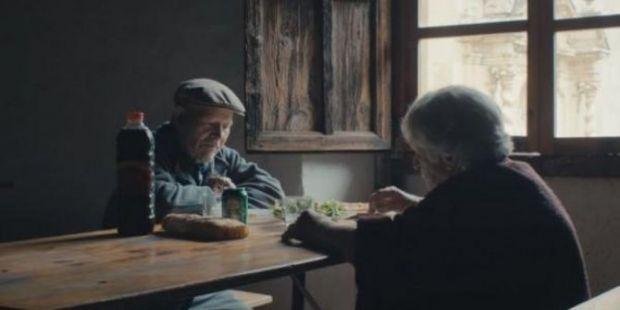 Tanpa Telepon, Televisi, Listrik, dan Air, Pasangan Ini 45 Tahun Tinggal Berdua di Desa Terpencil