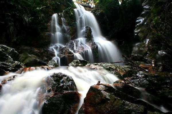 Aaah! Segarnya Air Terjun Guruh Gemurai di Riau