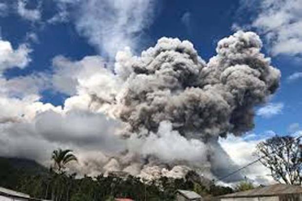 Waspada, Gunung Sinabung Meletus Semburkan Awan Panas