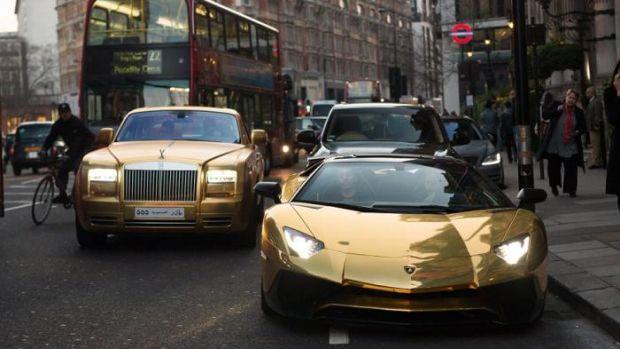 Liburan ke London, Wisatawan Arab Bawa Mobil Berlapis Emas
