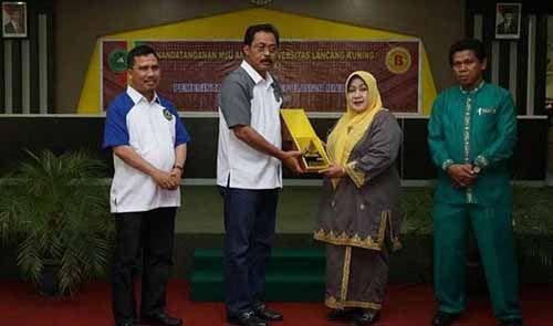 Gubernur Kepri Nurdin Basirun Bangga Jadi Alumni Unilak