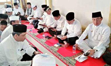 selain-bupati-inhil-dan-gubernur-riau-haul-ke80-syeikh-abdurrahman-siddiq-tuan-guru-sapat-sedot