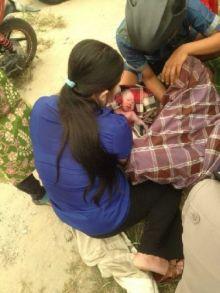 dramatis-di-tengah-kepungan-asap-karena-tak-kuat-menahan-ibu-ini-akhirnya-lahirkan-bayi-lakilaki-di