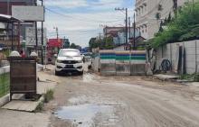 proyek-ipal-di-pekanbaru-bikin-jalan-rusak-banjir-hingga-ganggu-usaha-warga