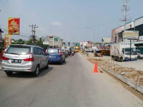 Pengerjaan Trotoar Jadi Biang Kerok Kemacetan Jalan Mawar Kota Duri