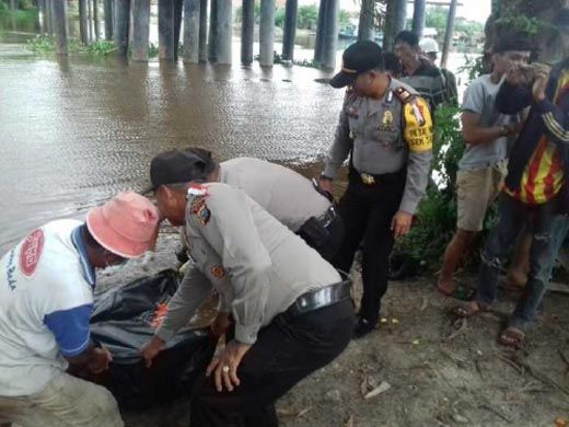 Ditemukan Senin Kemarin, Identitas Jasad Pria yang Mengambang di Sungai Siak Pekanbaru Masih Belum Diketahui