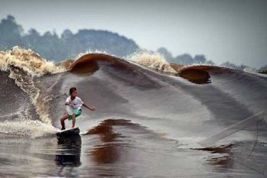 """Ini Penyebab <i>Speedboat</i> Milik Haji Galah Tenggelam Diterjang Gelombang Bono """"7 Hantu"""" di Pelalawan"""