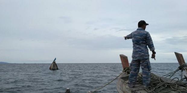 Kapal tanpa Nama Tenggelam Dihantam Gelombang Tinggi di Perairan Dabo Singkep Kepri, 3 ABK Hilang