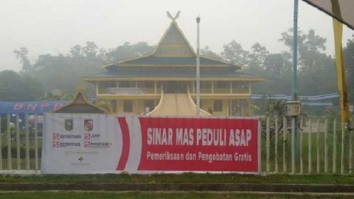 """Spanduk """"Sinar Mas Peduli Asap"""" di LAM Riau Ternyata tanpa Seizin Pengurus, Al Azhar: Masyarakat Jangan Dibodoh-bodohi"""