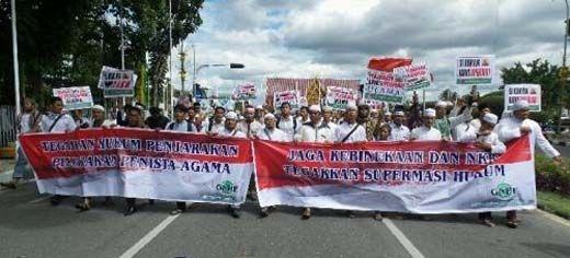 <i>Long March</i> dari Mesjid Agung An Nur ke Jalan Gajah Mada, Massa Aksi 2-12 di Pekanbaru Kumandangkan Takbir