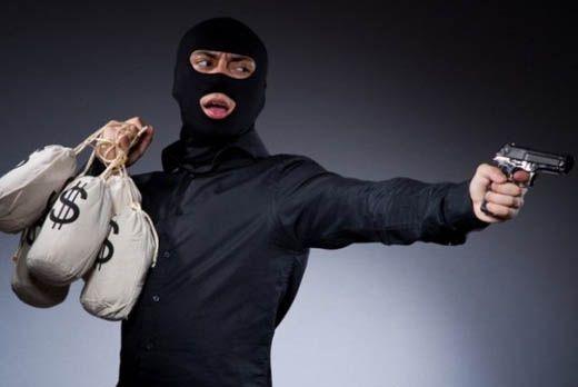 Bak di Film: Bandit di Kampar Sikat 2,5 Kg Emas dan Duit Rp80 Juta, Korban Diancam dan Dikejar Pakai Pistol di Parkiran Pasar