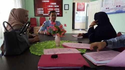 """Menang Kasasi dan Sempat Buron, Tim Kejati Riau Kembali Tangkap PNS Pemilik Rekening Gendut Rp1,3 Triliun yang """"Dicuci"""" ke Usaha Minyak Ilegal Milik Abangnya di Pekanbaru"""