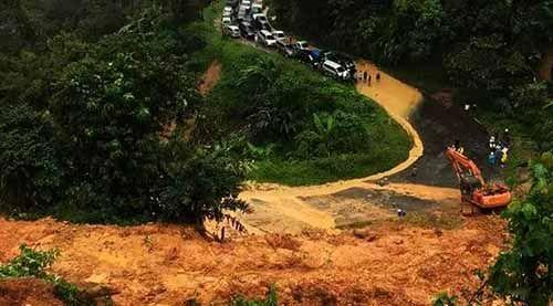 Empat Orang Tewas Tertimpa Reruntuhan Longsor di Jalur Riau-Sumbar