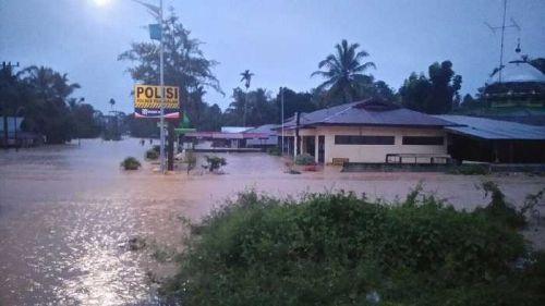 Jalur Lintas Riau-Sumbar Putus, Banjir Rendam Pangkalankotobaru