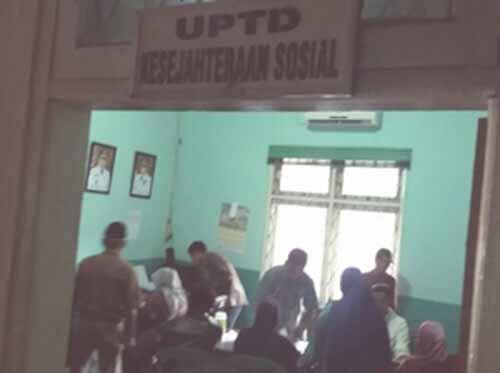Oknum Pegawai Honorer UPT Dinas Sosial Kecamatan Mandau Kabupaten Bengkalis Bantah Lontarkan Kata-kata Kotor Saat Layani Warga di Kantor