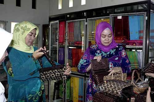 Dekranasda Inhil Dapat Pujian Khusus dari Istri Gubernur Riau