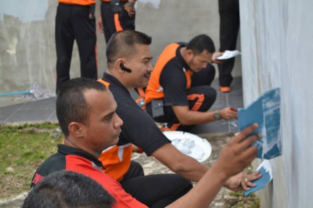 Personel Polisi Sejajaran Polres Siak Bakti Sosial di Tempat Ibadah