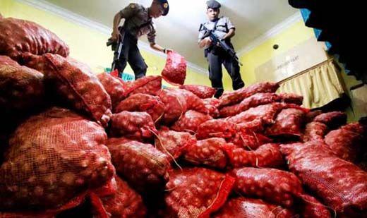 Ribuan Karung Bawang Selundupan dari Malaysia Digagalkan, Pelaku Melarikan Diri
