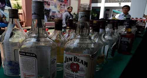 Peredaran Alkohol di Pekanbaru Merisaukan karena Dipajang dan Dijual Bebas