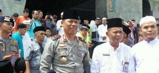 """Usai Salat Jumat di Mesjid Agung An Nur Pekanbaru, Ribuan Umat Islam Bersiap <i>Long March</i> ke Mapolda Riau Gelar Aksi """"Tangkap Ahok"""""""